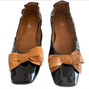 MINELLI black patent leather flats with tan bows